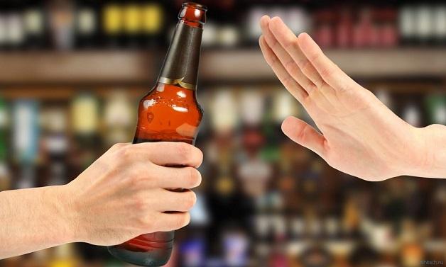 Người men gan cao nên hạn chế rượu bia