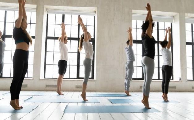 thoái hóa khớp gối tập thể dục được không