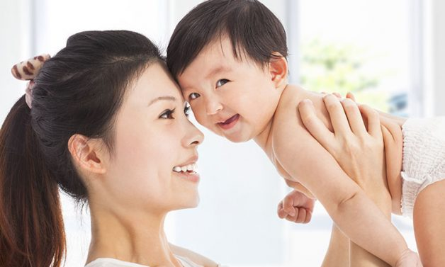 Bố mẹ nên theo dõi cẩn thận tình trạng sức khỏe của con sau khi trẻ tiêm vắc xin phòng bệnh bạch hầu, ho gà, uốn ván