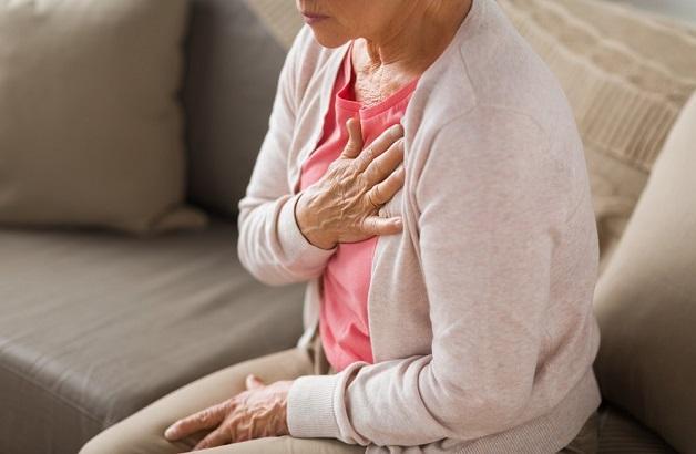 Biểu hiện của bệnh mạch vành rất đa dạng, nhưng điển hình nhất là tình trạng đau thắt ngực.