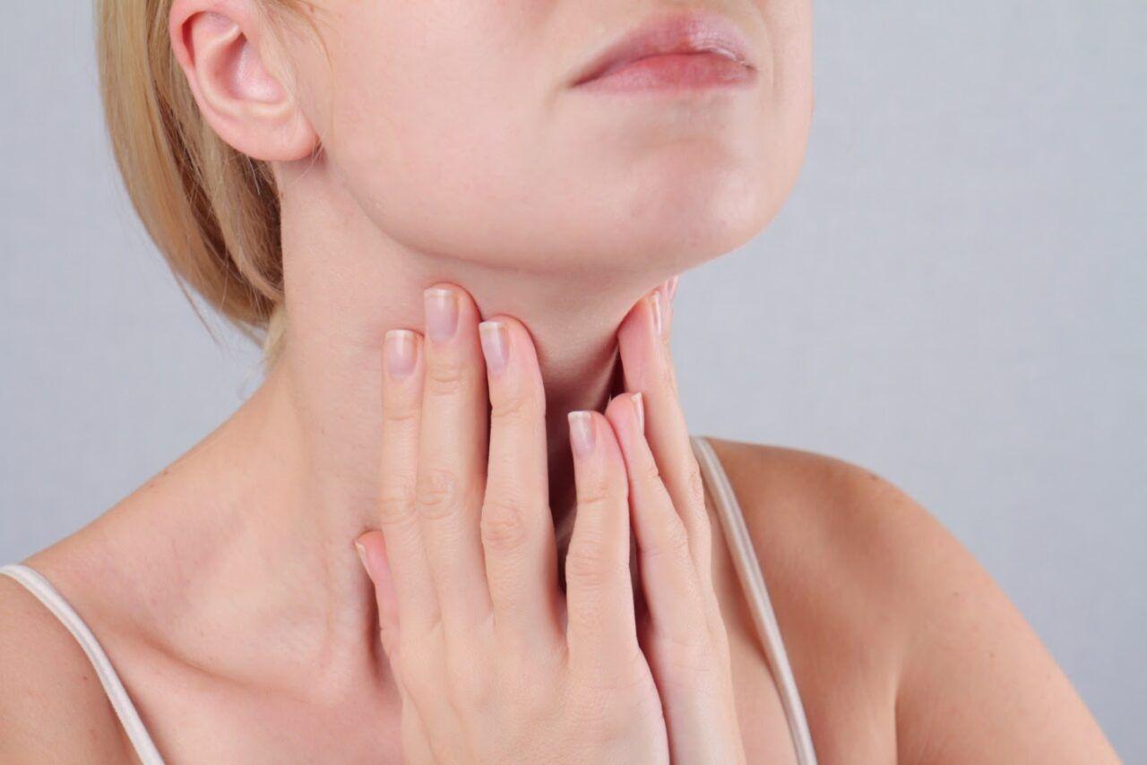 Nang dây thanh gây ra tình trạng đau cổ họng, khàn giọng và có thể mất giọng