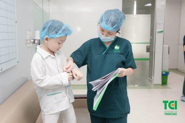 Trẻ bao nhiêu tuổi thì cắt được amidan